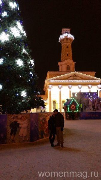 Центр города. Пожарная каланча и традиционная зимняя елка в Костроме