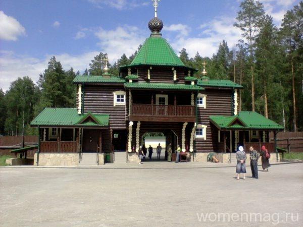 Вход в мужской монастырь в Екатеринбурге