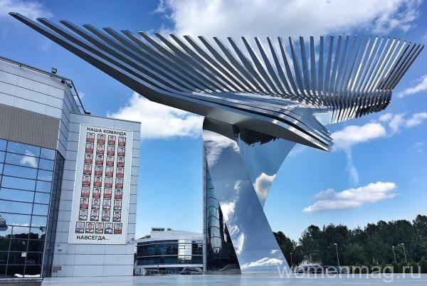 Памятник погибшей команде в Ярославле