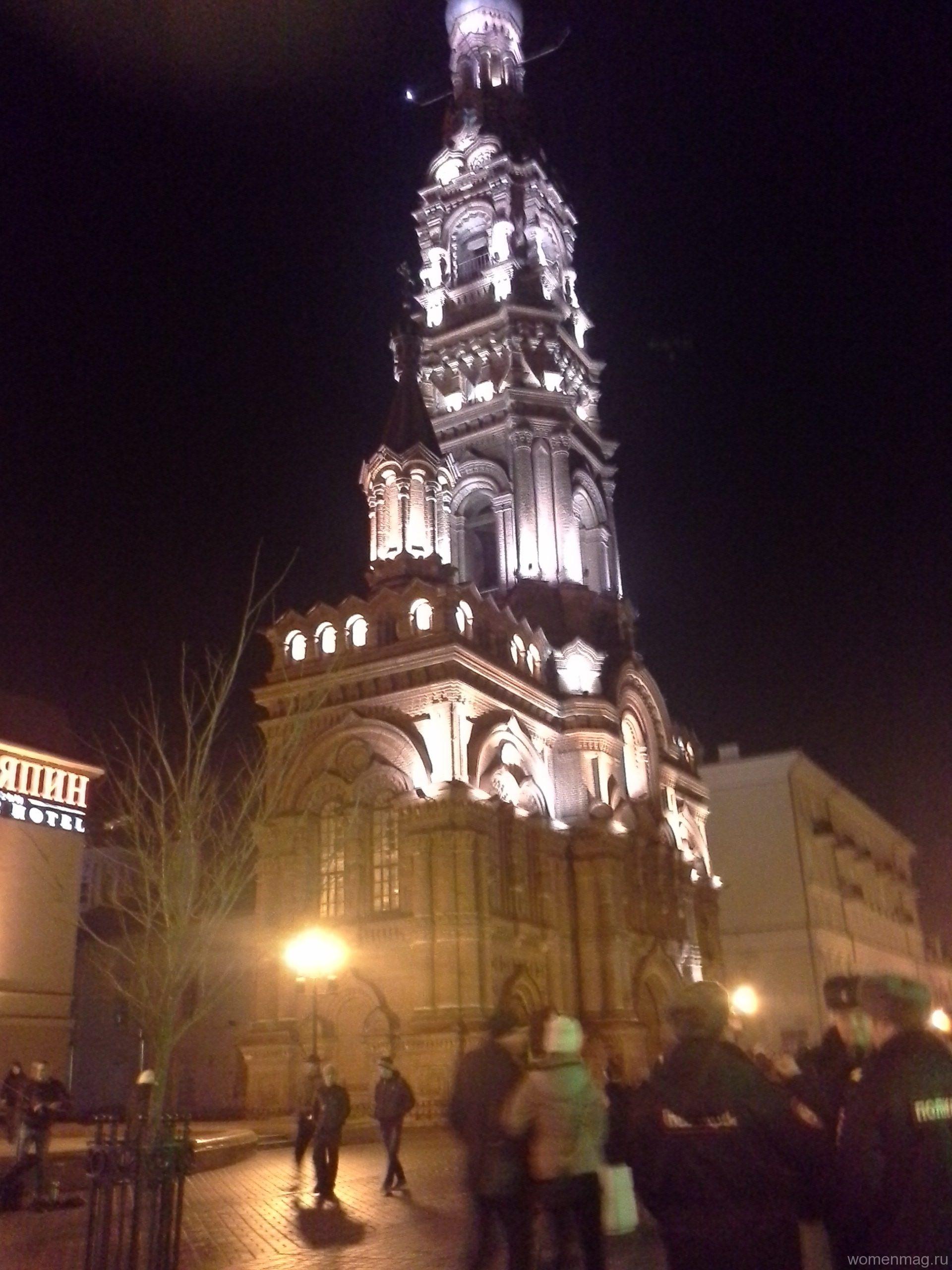 Богоявленская колокольня на Баумана в Казани. Поздний вечер