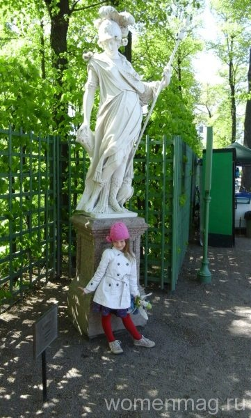 Две статуи
