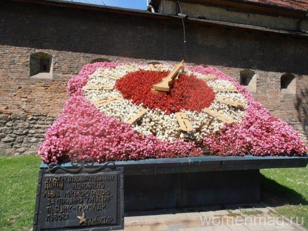 Цветочные часы во Львове