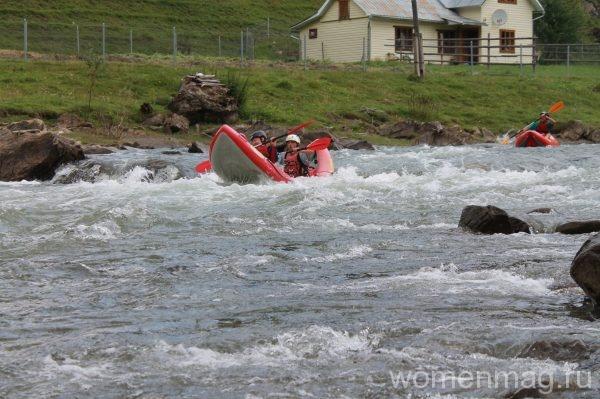 Экстремальный рафтинг по горной реке в Карпатах